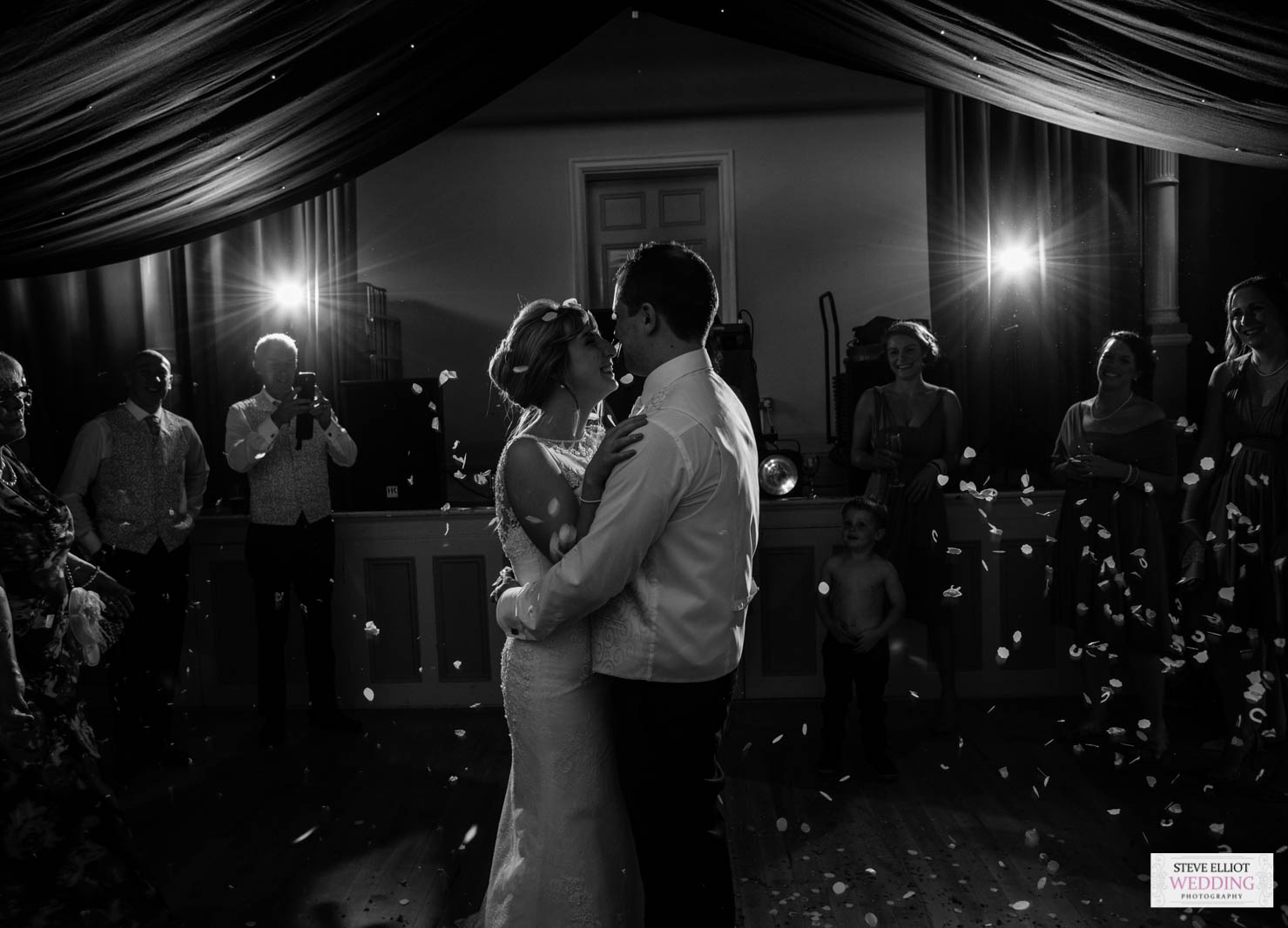 wedding first dance photographer in hull